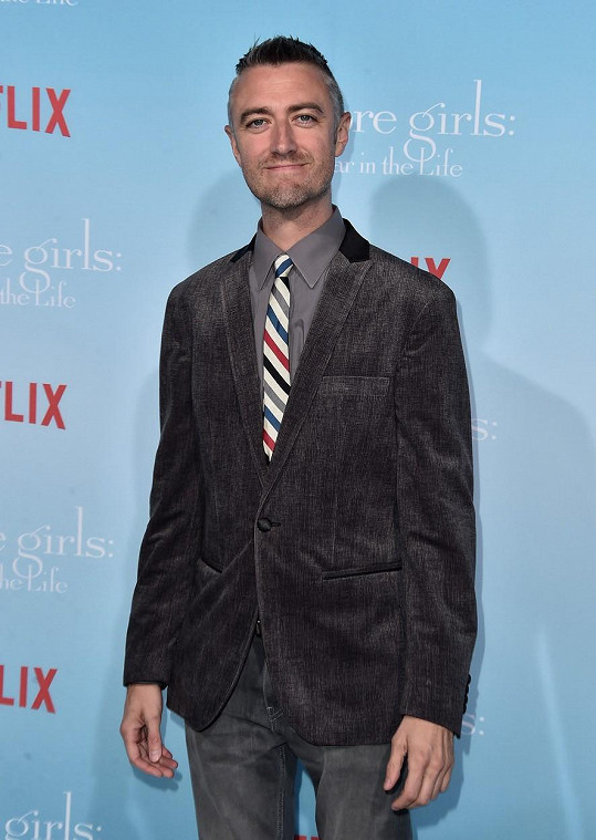 Sean Gunn ztvárnil starshollowského podivína Kirka.