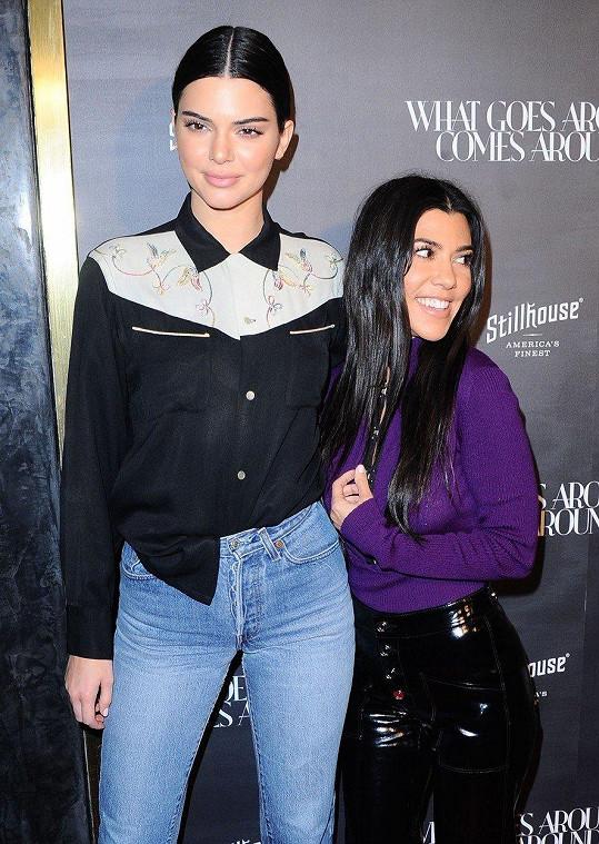 Kendall Jenner (21) a Kourtney Kardashian (38)