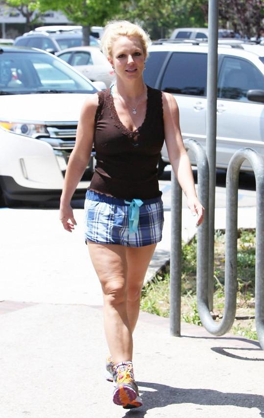 Britney odhalila stehna v šortkách.