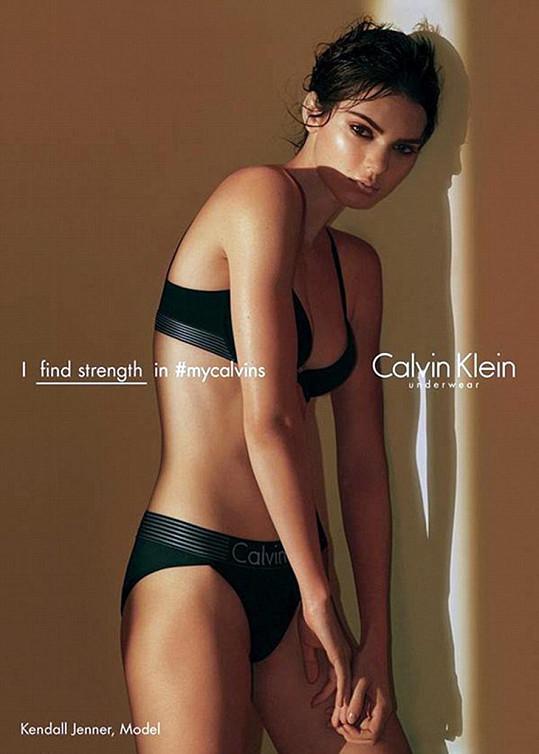 Kendall Jenner pro Calvin Klein