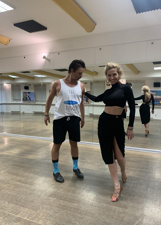 Stepař a choreograf přizval Evu na taneční galavečer.