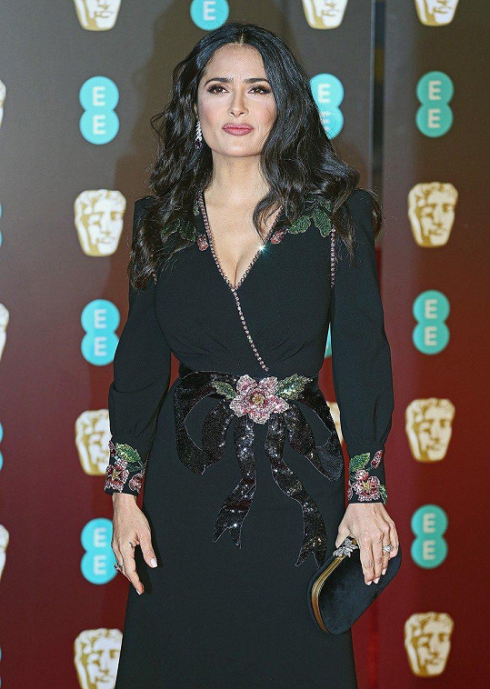 Na udílení cen BAFTA už neexperimentovala.