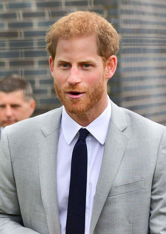 Princ Harry se nemohl vyrovnat se smrtí maminky Diany.