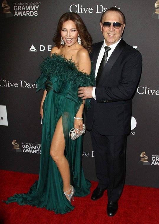 Zpěvačka s manželem Tommym Mottolou na letošních Grammy