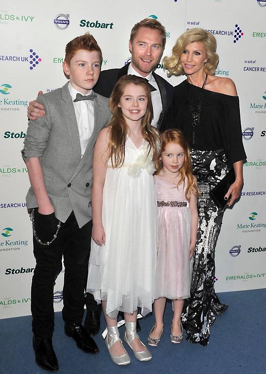 Ronan s Yvonne a jejich dětmi v roce 2011