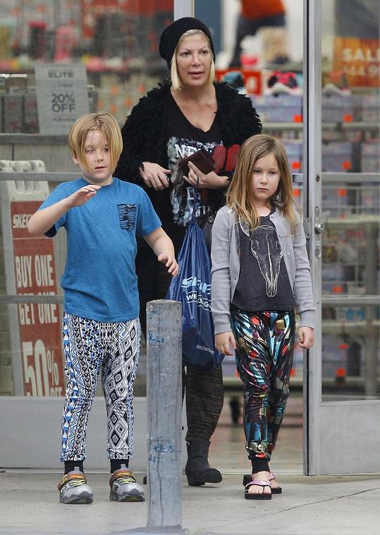 Tori se synem Liamem a dcerou Stellou
