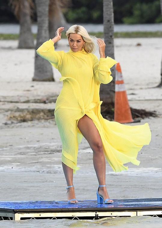 Rita Ora je tváří mnoha značek.