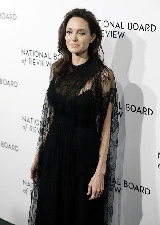 Angelina uspěla s filmem First They Killed My Father.