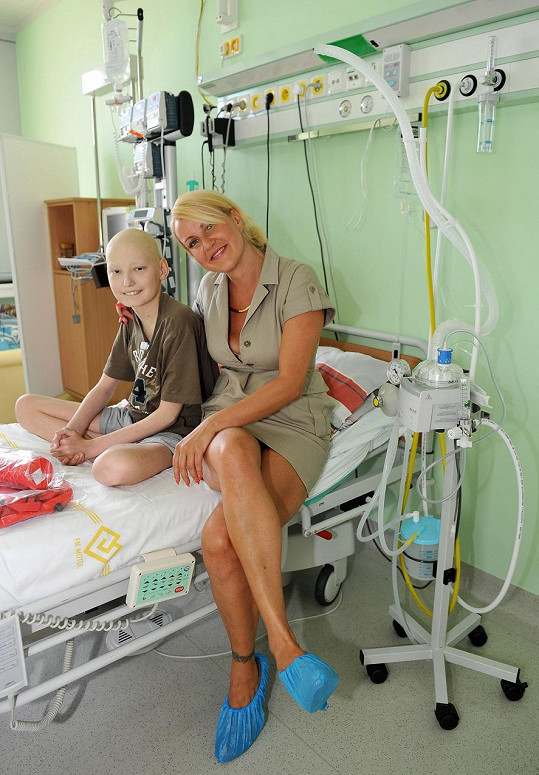 Prezidentka Kapky naděje s malým pacientem