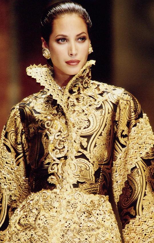 Christy na přehlídce Dior v roce 1993