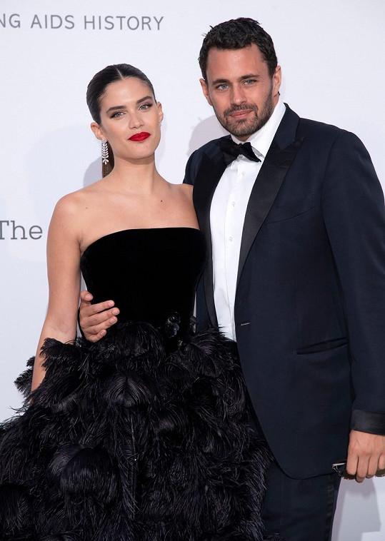 Sara Sampaio je nejspíš single, od loňského roku se šušká o jejím rozchodu s podnikatelem Oliverem Ripleym, se kterým byla pět let.