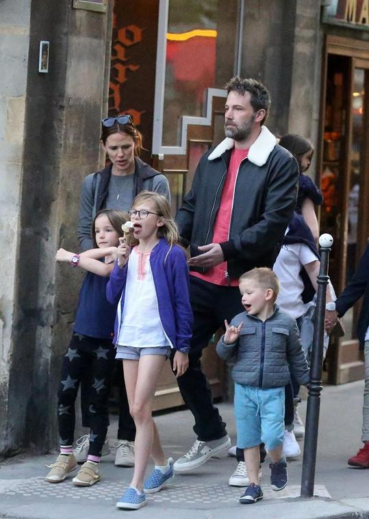 Se stále ještě manželkou Jennifer Garner má Affleck tři děti.
