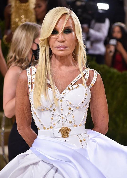 Donatella Versace byla jeho slovy chvály dojata.