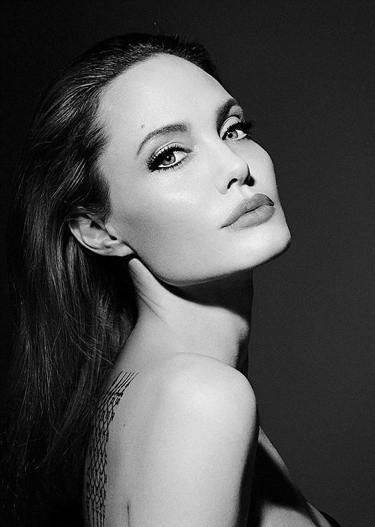 Tohle je skutečná Angelina Jolie!