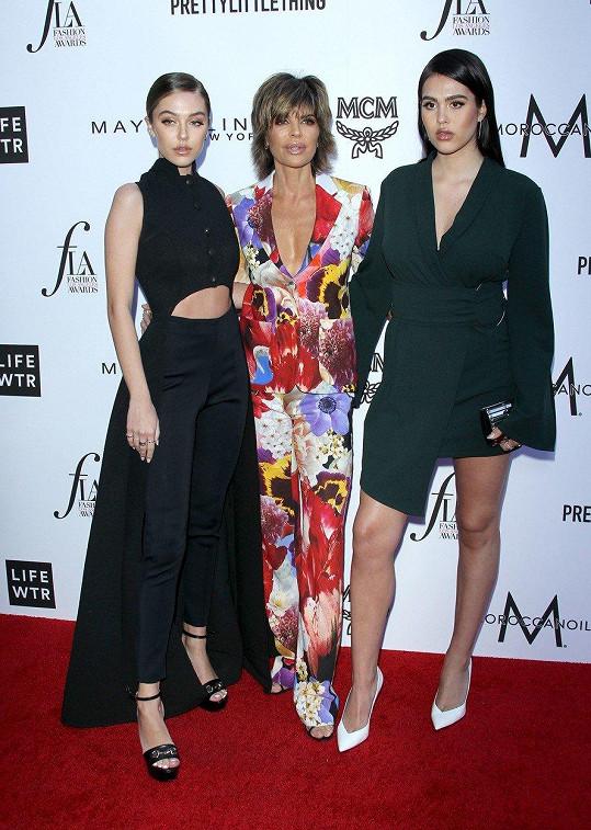 Zleva: Delilah s matkou Lisou Rinnou a sestrou Ameliou.