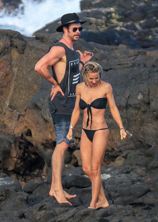 Chris a Elsa strávili Velikonoce na pláži.