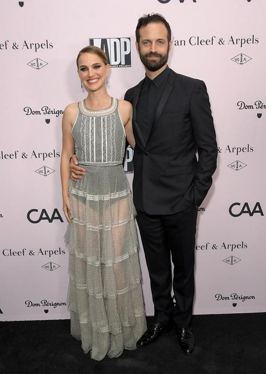 Ani Natalie Portman a Benjamin Millepied neukazují svoje děti.