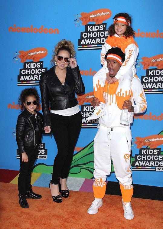 S Nickem Cannonem má dvojčata Morrocana a Monroe.
