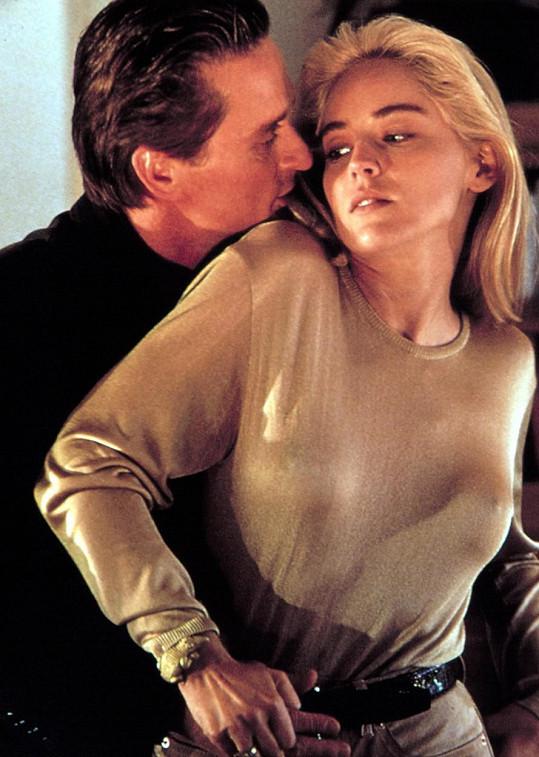 Sharon Stone s Michaelem Douglasem ve filmu Základní instinkt (1992)