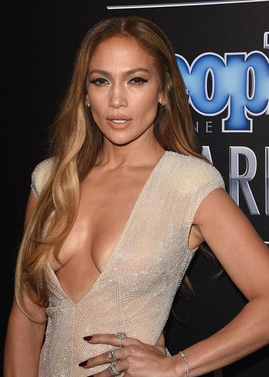 Jennifer Lopez dnes slaví 47. narozeniny.