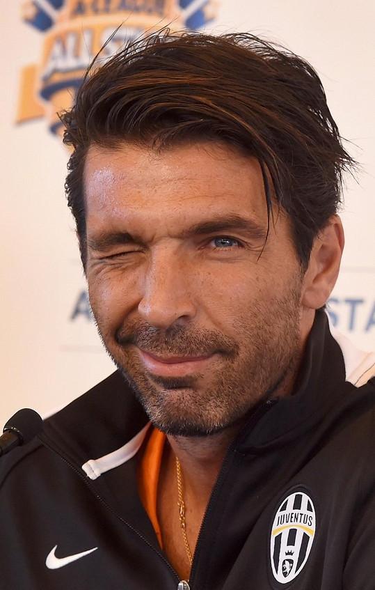 Gigi Buffon má pro krásné ženy slabost.