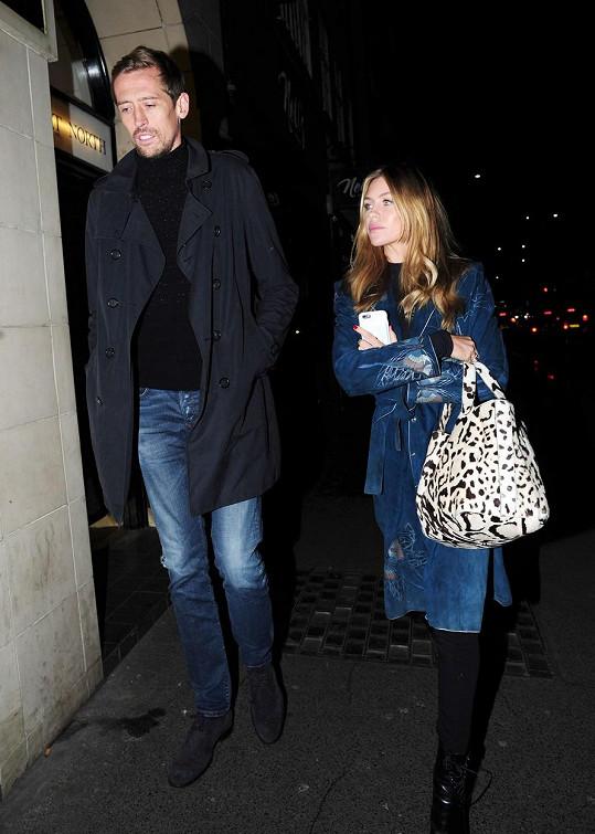 Je vdaná za fotbalistu Petera Crouche.