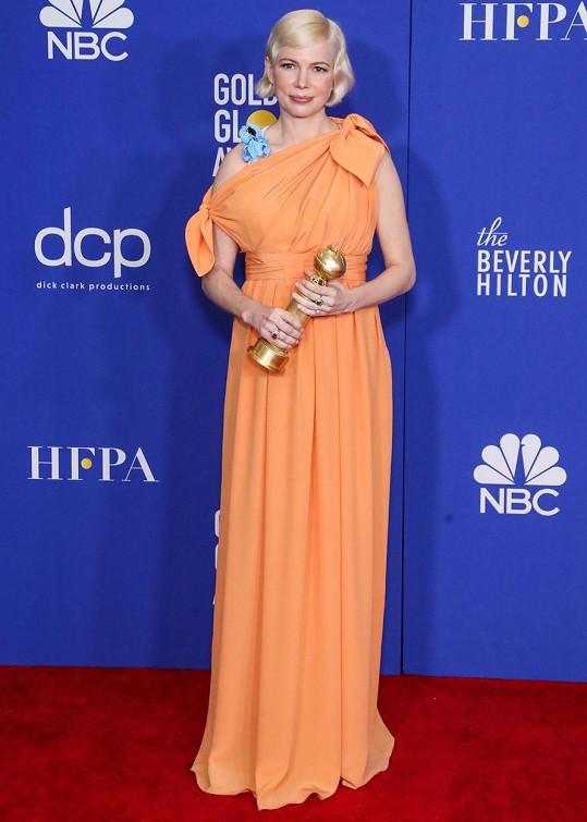 Michelle Williams předloni převzala cenu v šatech od značky Louis Vuitton.