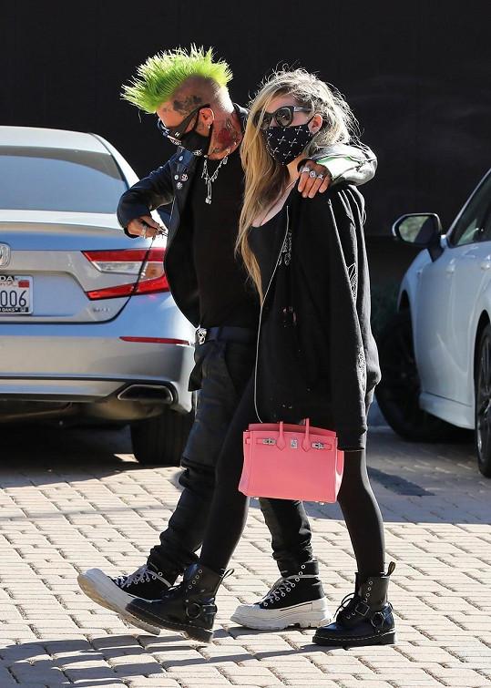 Avril Lavigne randí s rapperem Mod Sunem.