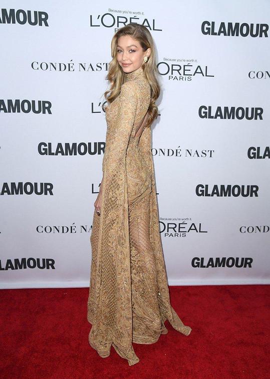 Gigi Hadid na galavečeru převzala cenu.