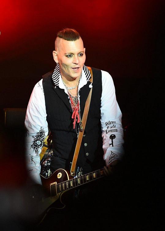 Na pódiu před ruským publikem už vypadal mnohem lépe.