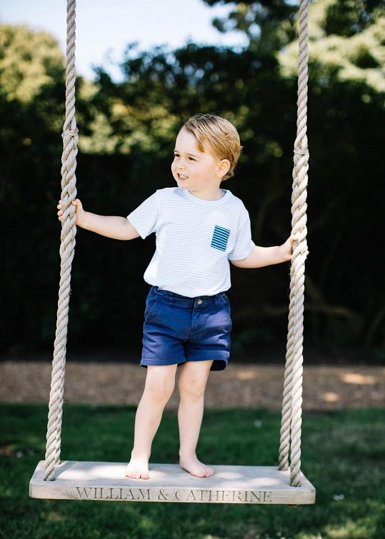 George na houpačce se jmény svých rodičů