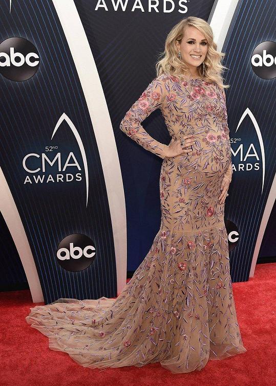 Carrie Underwood moderovala udílení CMA Awards.