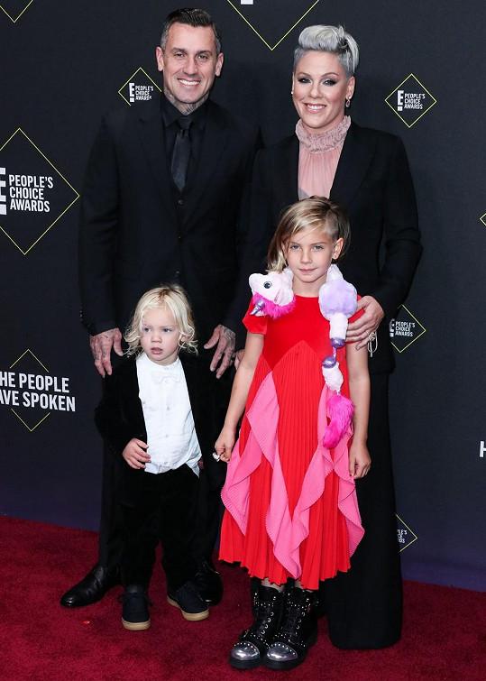 S manželem Careym a dětmi Willow a Jamesonem