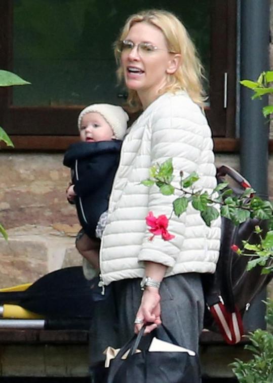 Herečka se ve 45 letech stala čtyřnásobnou maminkou.