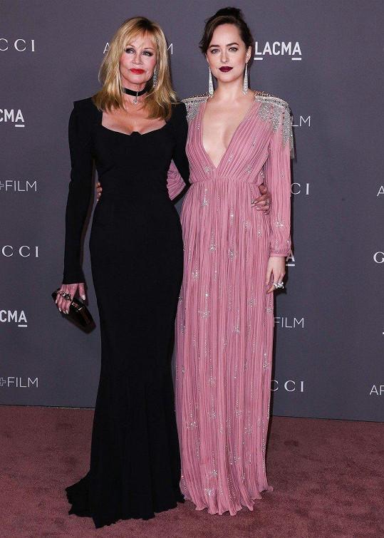Melanie Griffith a Dakota Johnson se na akci plné hvězd neztratily.