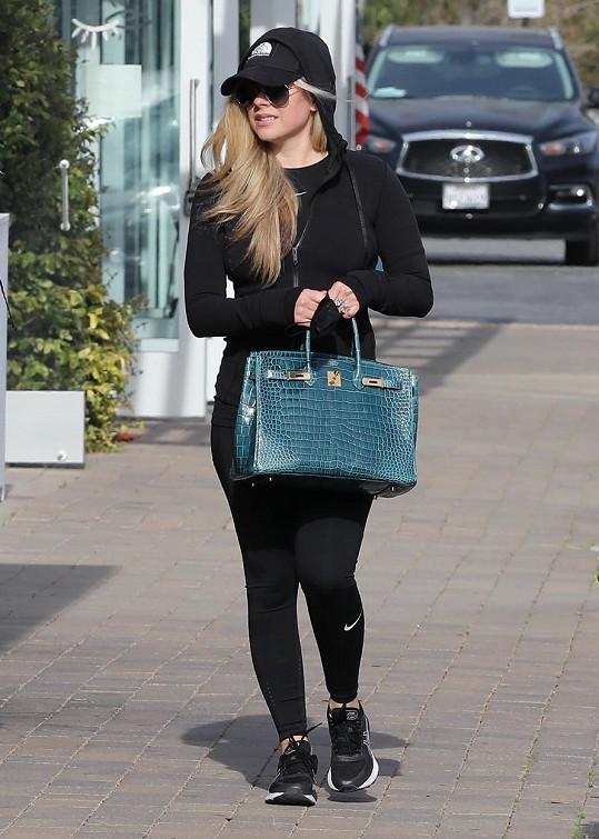 """Avril má slavnou """"Birkinku"""" v několika barvách a provedeních."""