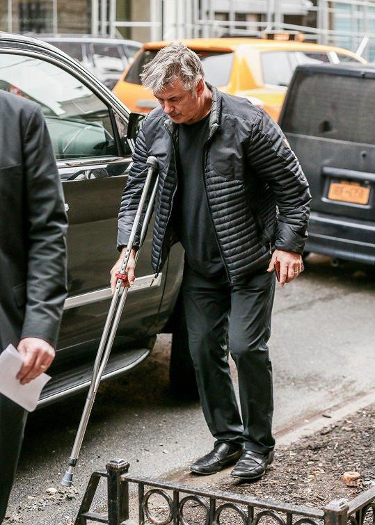 Alec Baldwin je po operaci kyčle.