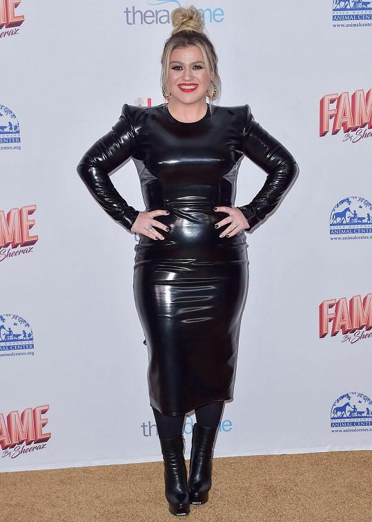 Kelly Clarkson je vítězkou American Idol z roku 2002.