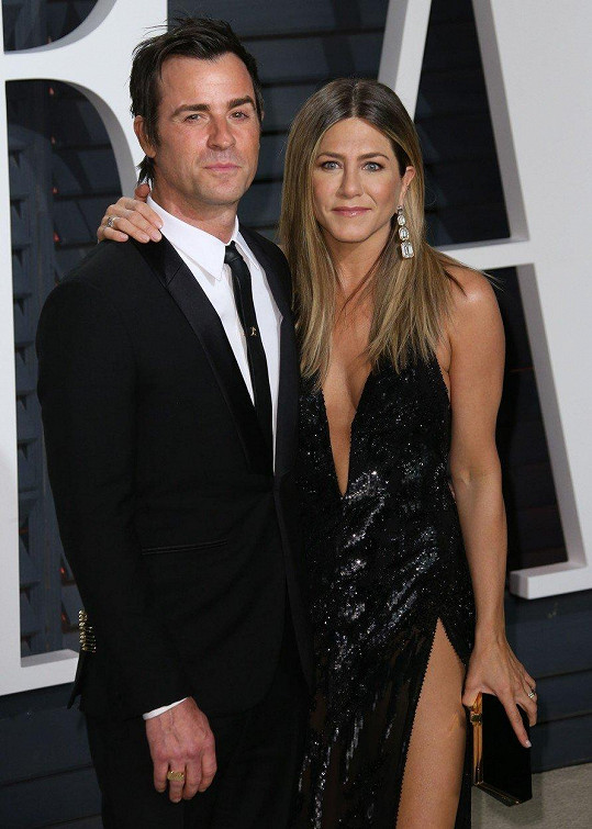 Druhý exmanžel Justin Theroux herečce popřál alespoň na dálku.