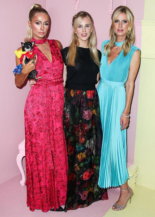 Tessa (uprostřed) a její švagrové Paris (vlevo) a Nicky Hiltonovy