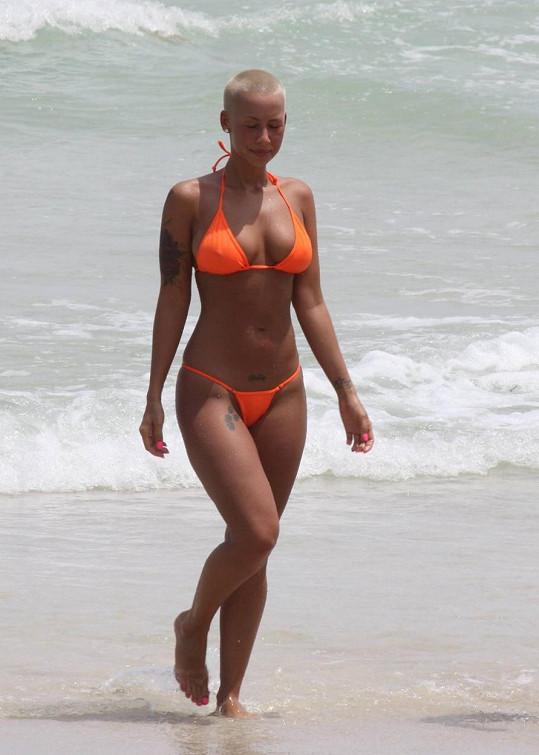 Modelka v roce 2009 na pláži v Miami