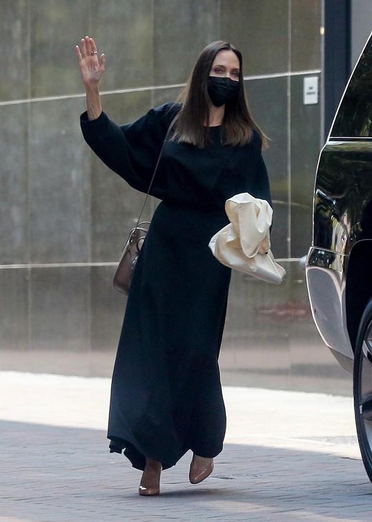 Angelina Jolie se roky věnuje charitativní činnosti.