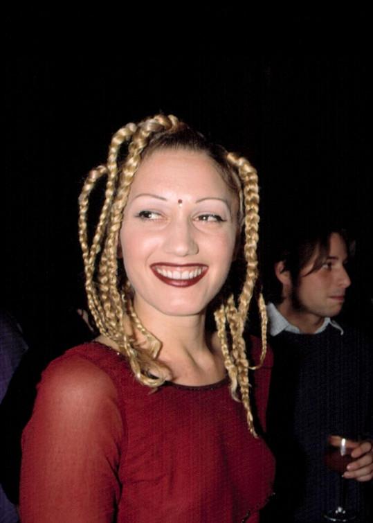 Zpěvačka zraje do krásy, takhle vypadala v roce 1998.