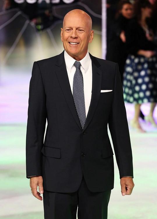 Bruce Willis je podle mnohých osinou v zadku.