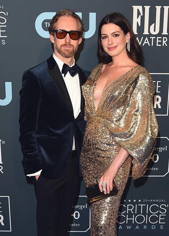 Anne Hathaway a Adam Shulman prodávají svůj newyorský byt.