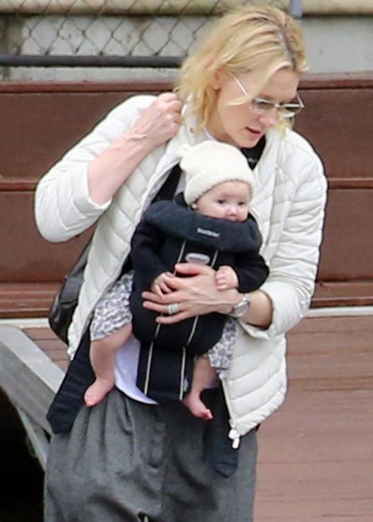 Cate Blanchett si adoptovala holčičku.