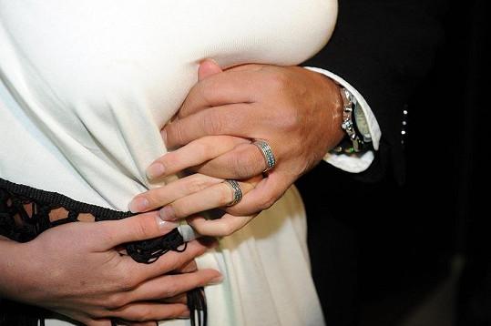 Detail snubních prstenů.
