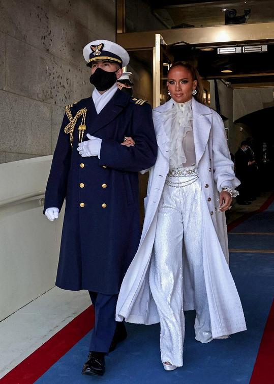 Zpěvačka zvolila na inauguraci značku Chanel.