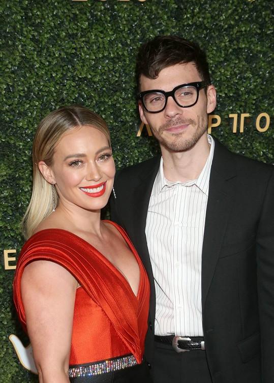 Hilary Duff se provdala za Matthewa Komu.