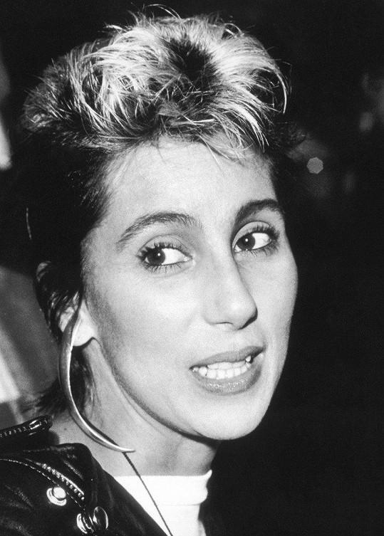 Cher v roce 1984.